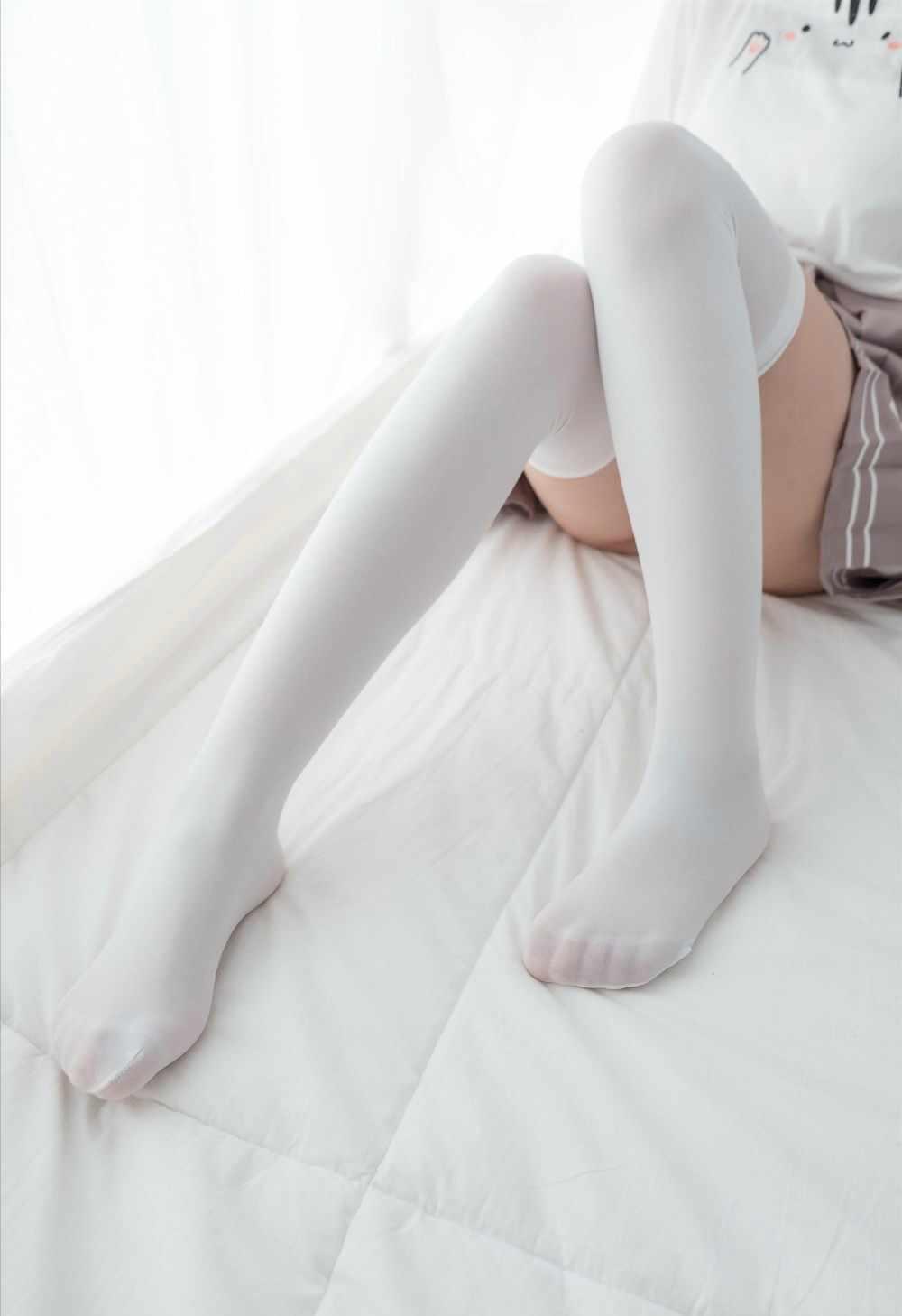 羞涩的白丝双马尾小萝莉夹枕套图-第1张图片-老九资源网_免费资源搜集分享平台
