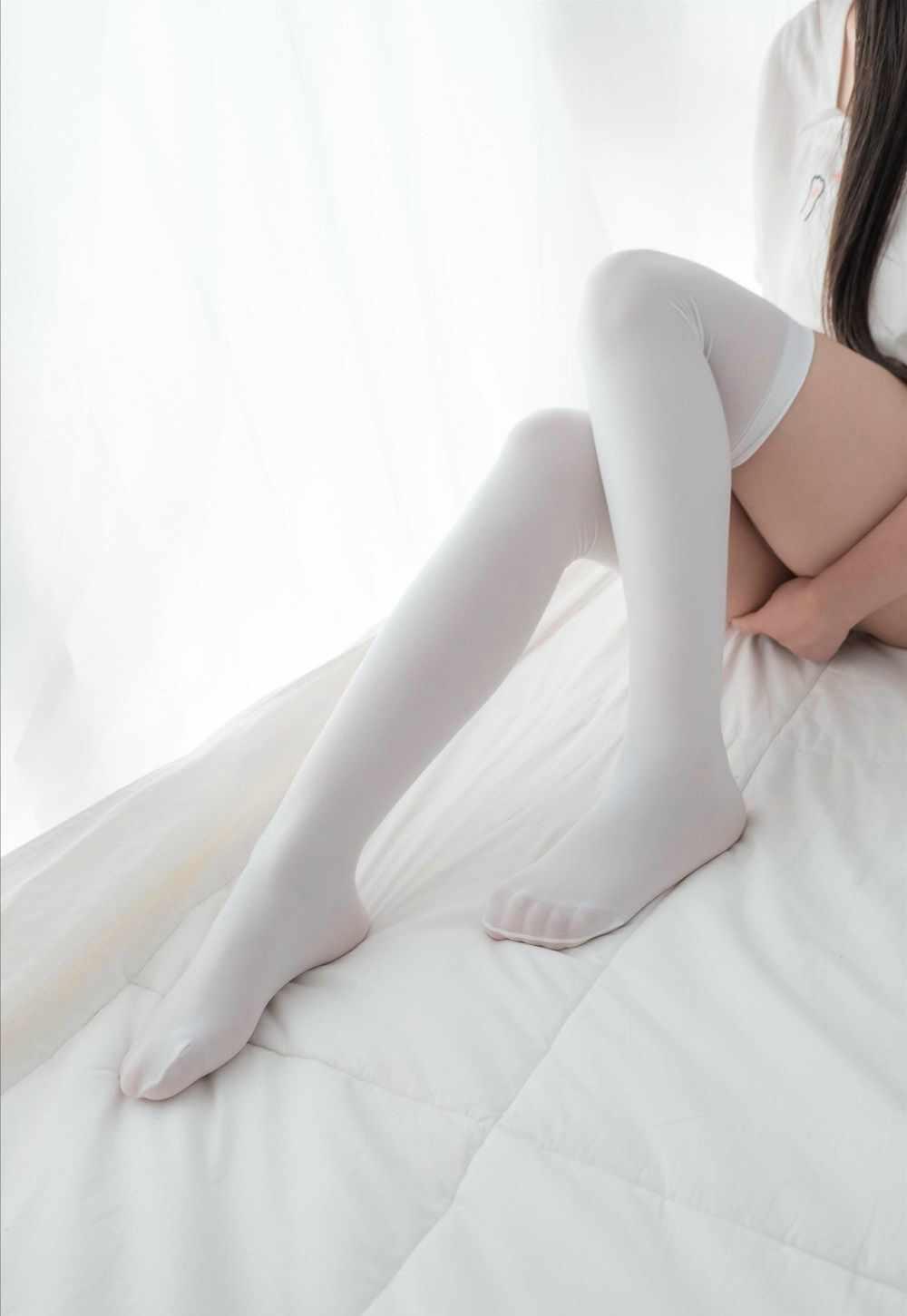 羞涩的白丝双马尾小萝莉夹枕套图-第2张图片-老九资源网_免费资源搜集分享平台